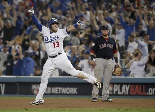 サヨナラ本塁打を放ち、喜びを爆発させるドジャース・マンシー