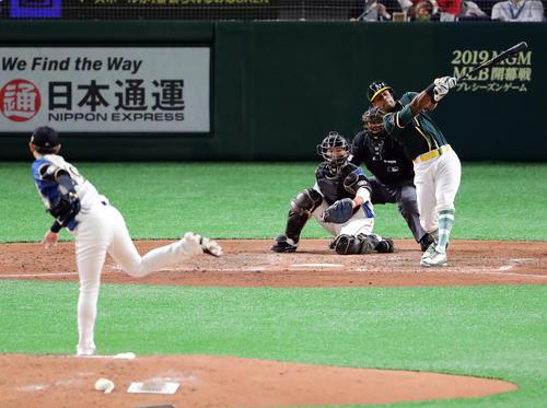 日本ハム対アスレチックス 5回表アスレチックス無死、デービスを空振り三振に仕留める金子(撮影・浅見桂子)