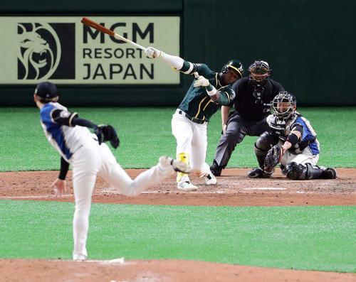 日本ハム対アスレチックス 7回表アスレチックス無死一、二塁、プロファーを空振り三振に仕留める金子(撮影・浅見桂子)