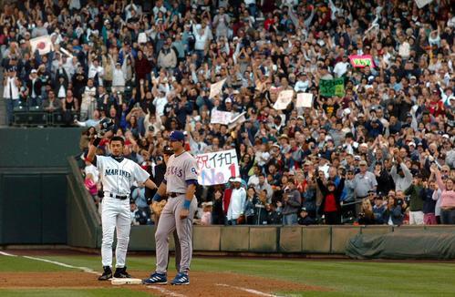 04年10月3日、イチローはこの日2本目の中前打を放ち今季通算安打数を262としてシーズンを終えた
