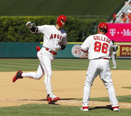 ホワイトソックス戦の7回、16号2ランを放ち三塁を回るエンゼルス大谷(共同)