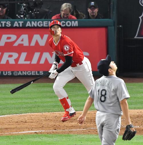 エンゼルス対マリナーズ 4回裏エンゼルス無死、マリナーズ菊池から左越えに3者連続となる6号本塁打を放つエンゼルス大谷(2019年6月8日撮影・菅敏)