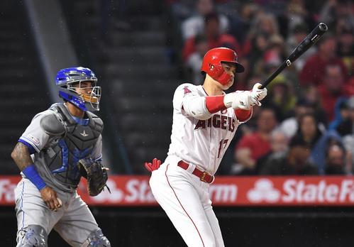 エンゼルス対ロイヤルズ 8回裏エンゼルス無死一塁、空振りの三振に倒れるエンゼルス大谷。捕手はマルドナド(撮影・菅敏)