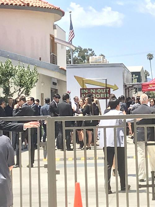 エンゼルス大谷はスカッグスさんの追悼ミサを終え、関係者らにあいさつ