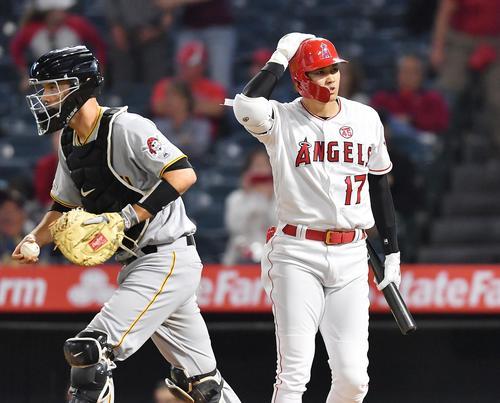 エンゼルス対パイレーツ 9回裏エンゼルス2死一塁、空振りの三振に倒れ、ゲームセットとするエンゼルス大谷(撮影・菅敏)