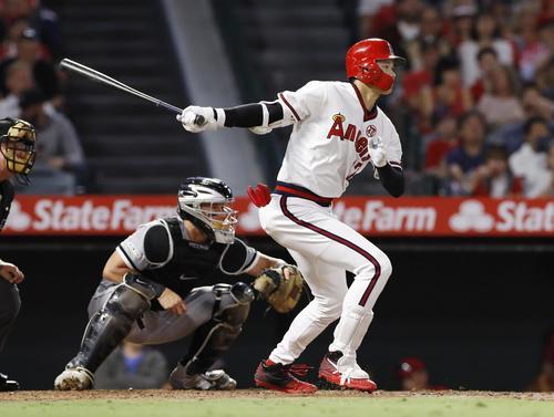 3回、二塁に適時内野安打を放つエンゼルス大谷(共同)