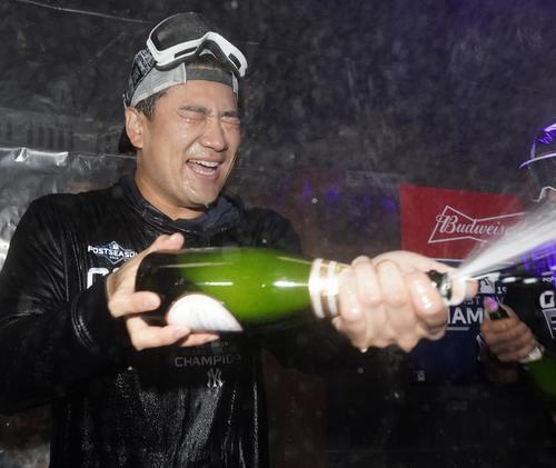地区優勝を決め、シャンパンファイトを楽しむヤンキース田中