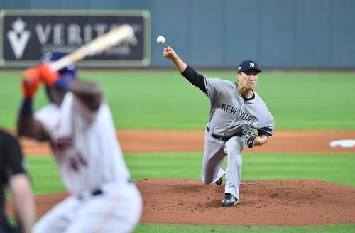 アストロズとのリーグ優勝決定シリーズの初戦に先発し、力投するヤンキース田中(撮影・菅敏)