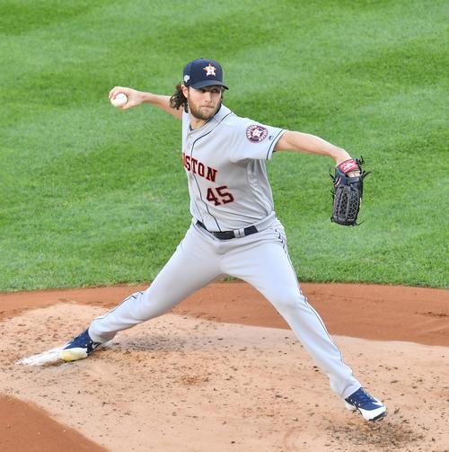 ヤンキースとのリーグ優勝決定シリーズ第3戦に先発し、力投するアストロズ・コール(撮影・菅敏)
