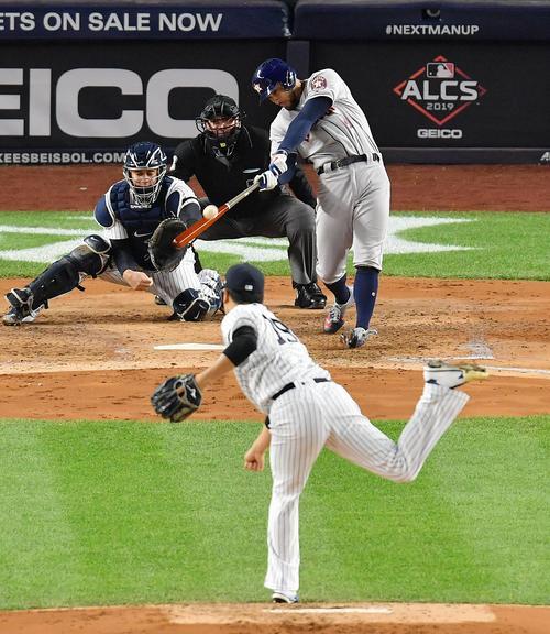 リーグ優勝決定シリーズ・ヤンキース対アストロズ第4戦、3回表アストロズ無死一、二塁、アストロズ・スプリンガ-に逆転の3点本塁打を打たれるヤンキース田中(撮影・菅敏)