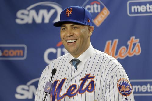 昨年11月、メッツ監督に就任し会見するカルロス・ベルトラン氏(AP)