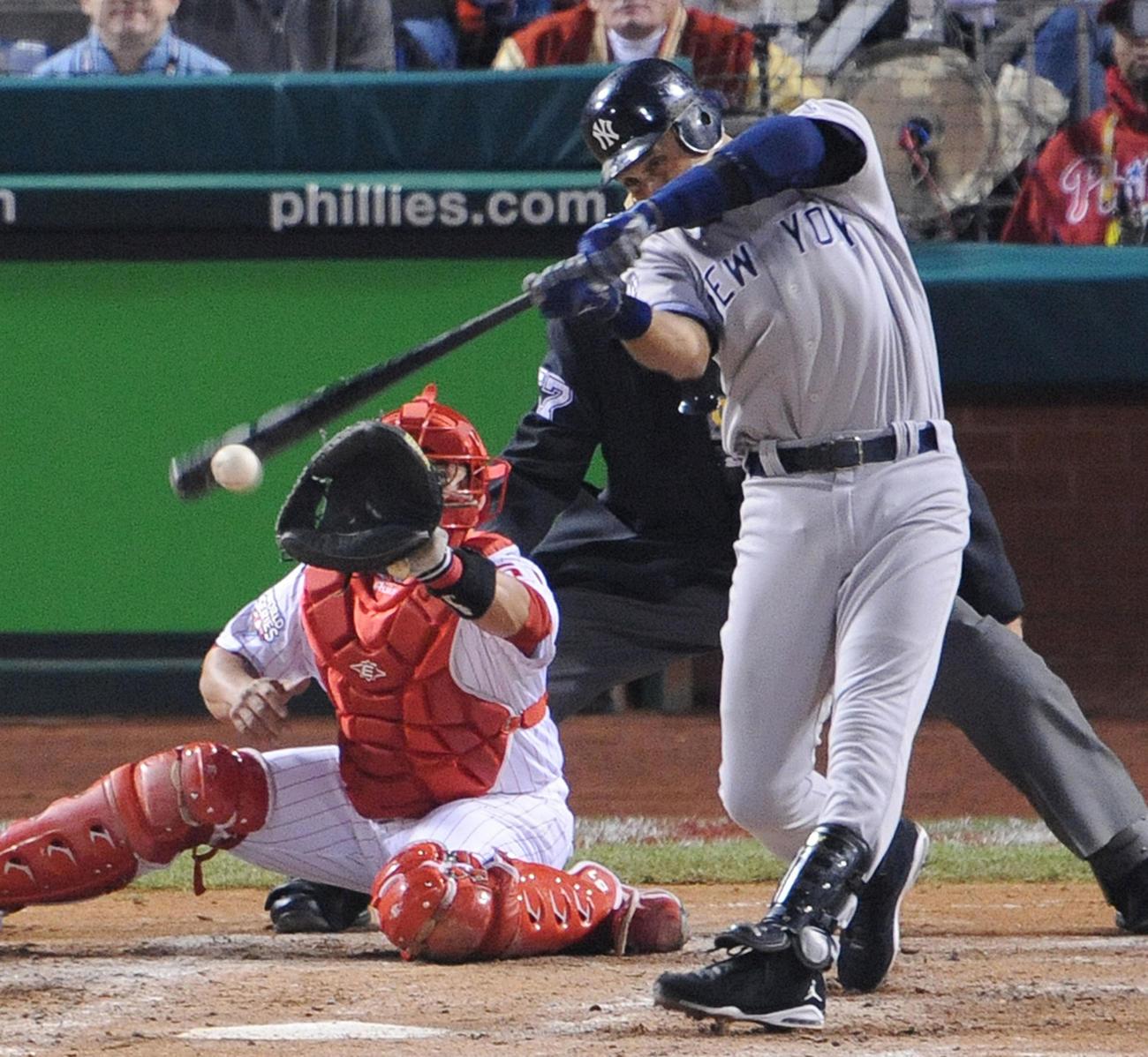 2009年11月1日、ワールドシリーズ第4戦 フィリーズ対ヤンキース 5回表、左前に適時打を放つジーター