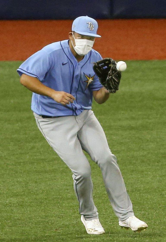 マスクを着けて練習するレイズ筒香(タンパベイ・タイムズ提供・AP=共同)