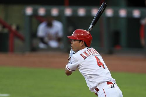 5回、中越え二塁打を放った秋山(AP)