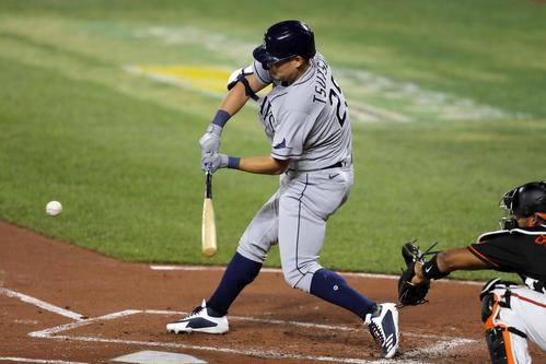 1回、中越え先制適時二塁打を放つ筒香(AP)