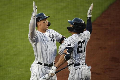 ヤンキースは1回、ジャッジ(左)がソロ本塁打(AP)