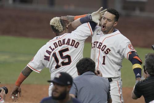 サヨナラ本塁打を放ち歓喜のアストロズ・コレア(AP)