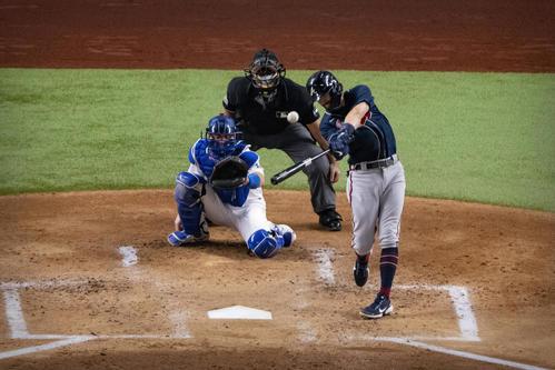 2回に本塁打を放つブレーブス・スワンソン(ロイター)