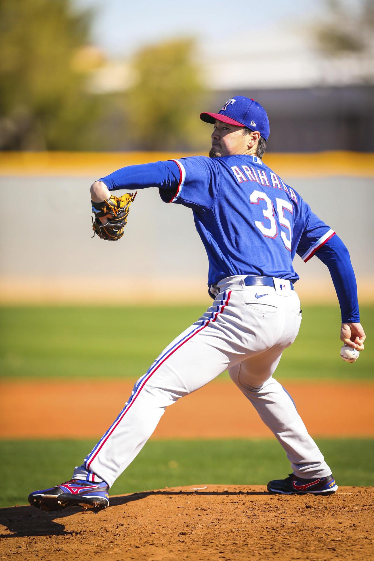 キャンプで初めて打者を相手に実戦想定の投球練習を行うレンジャーズ有原(Kelly Gavin, Texas Rangers)