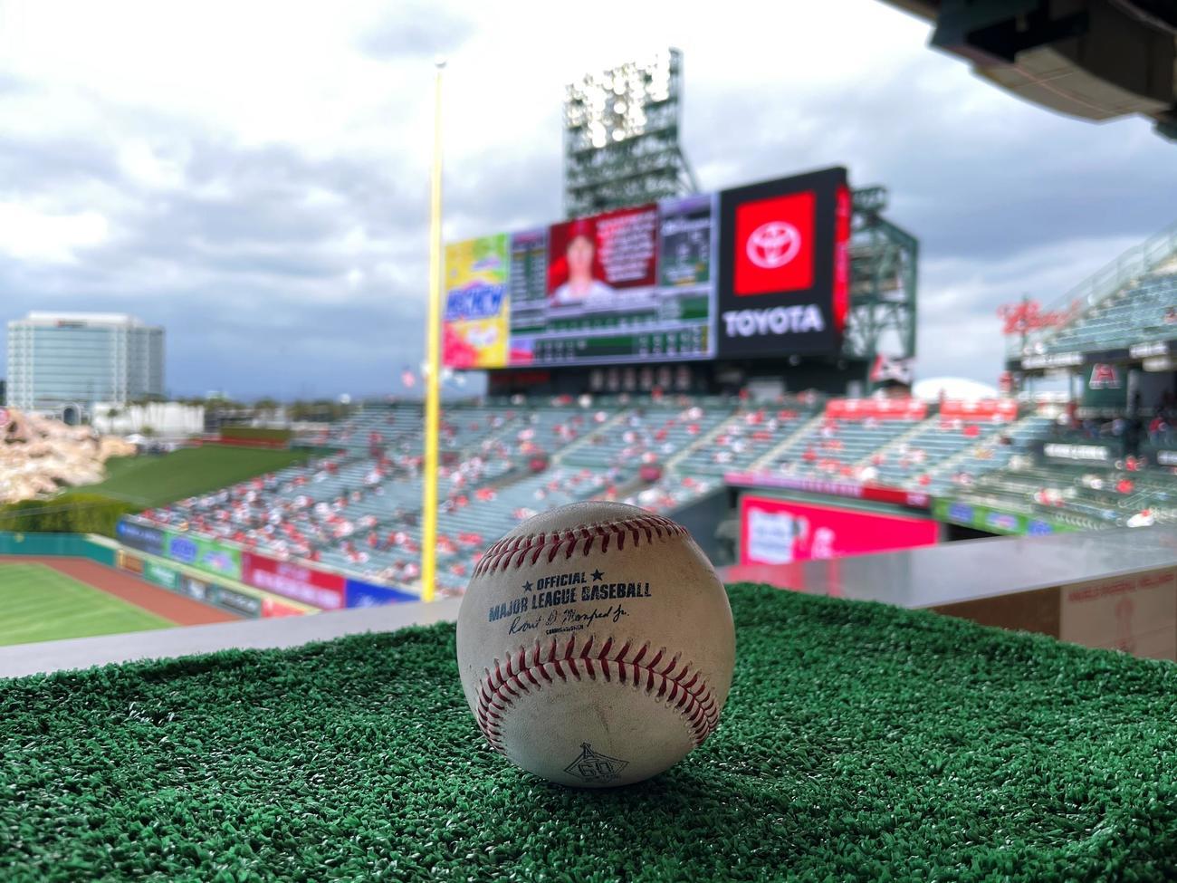 エンゼルス大谷が放った日米通算100号の記念ボール(Angels Baseball)
