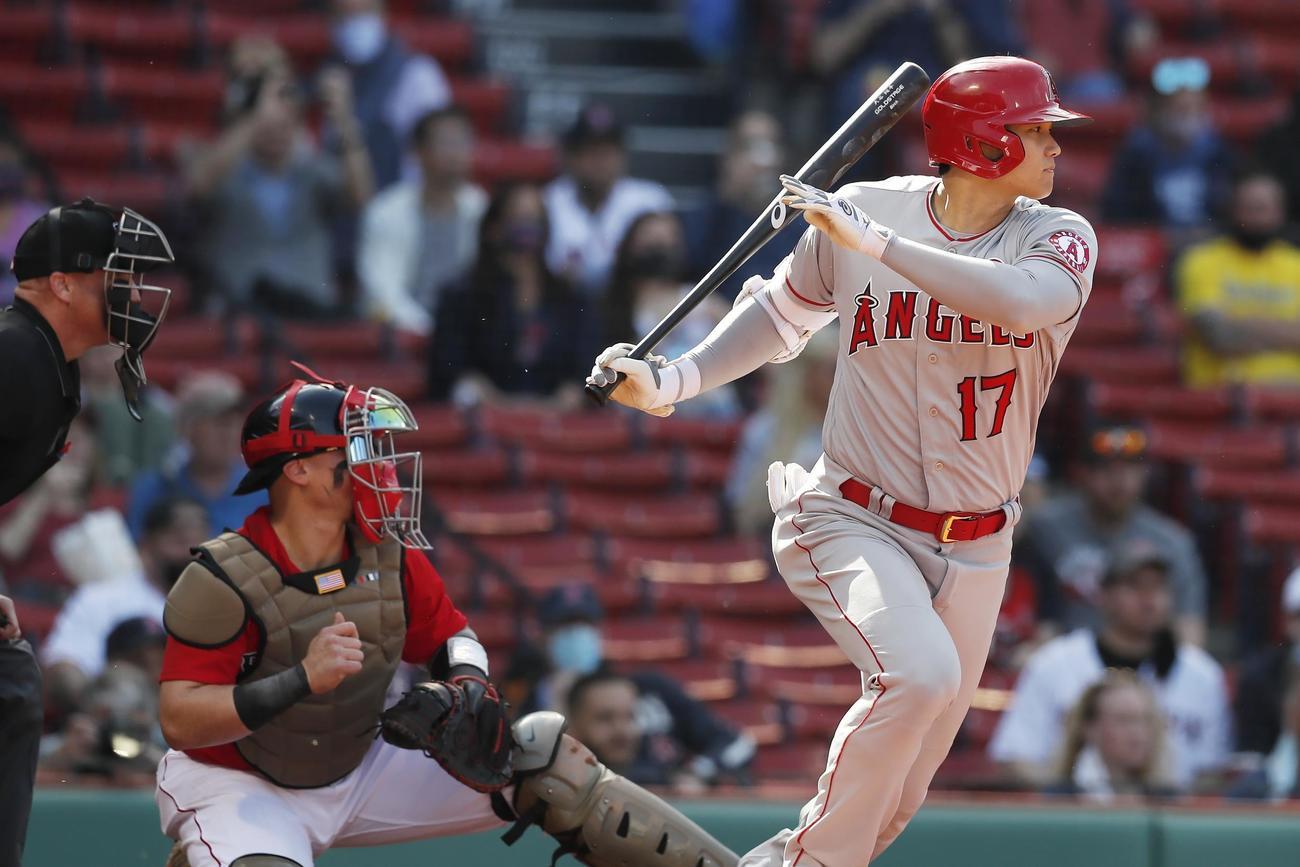 1回、左前打を放ったエンゼルス大谷(AP)