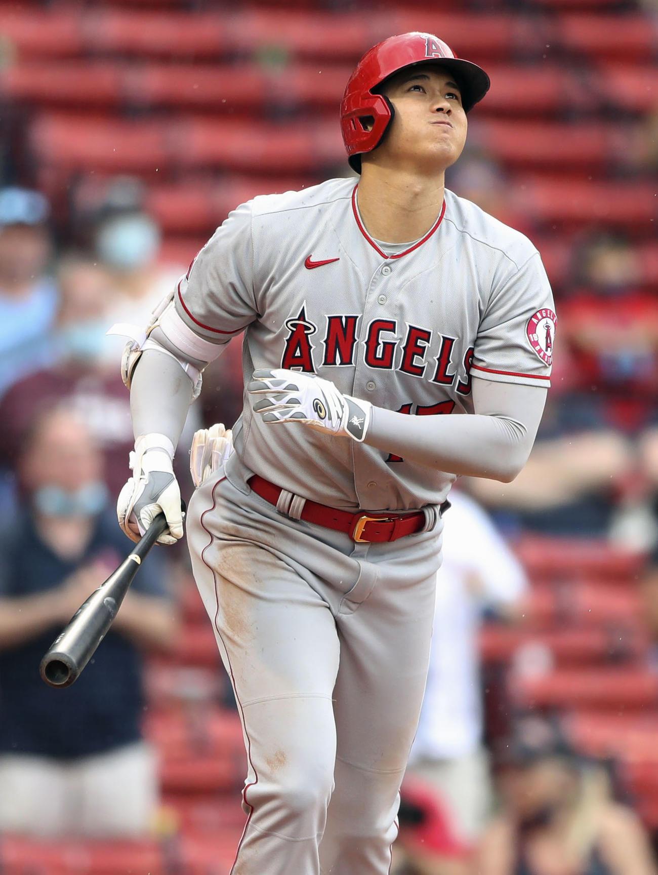 レッドソックス戦の9回、決勝の逆転2ランを放つエンゼルス大谷(MLB提供・ゲッティ=共同)