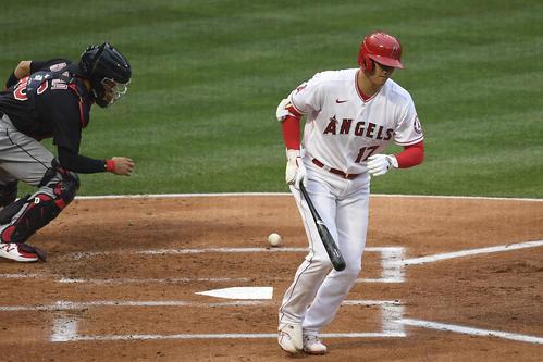 第1打席で四球を選び出塁するエンゼルス大谷翔平(ロイター)