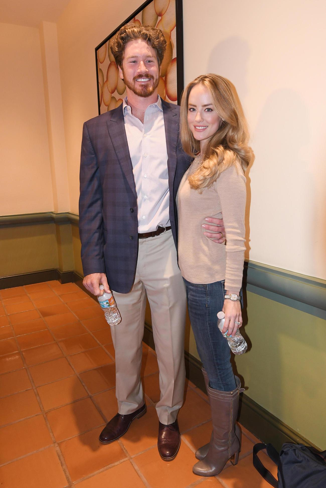 MLBウインターミーティングの会場を訪れたカージナルス・マイコラスとローレン夫人=2017年12月13日