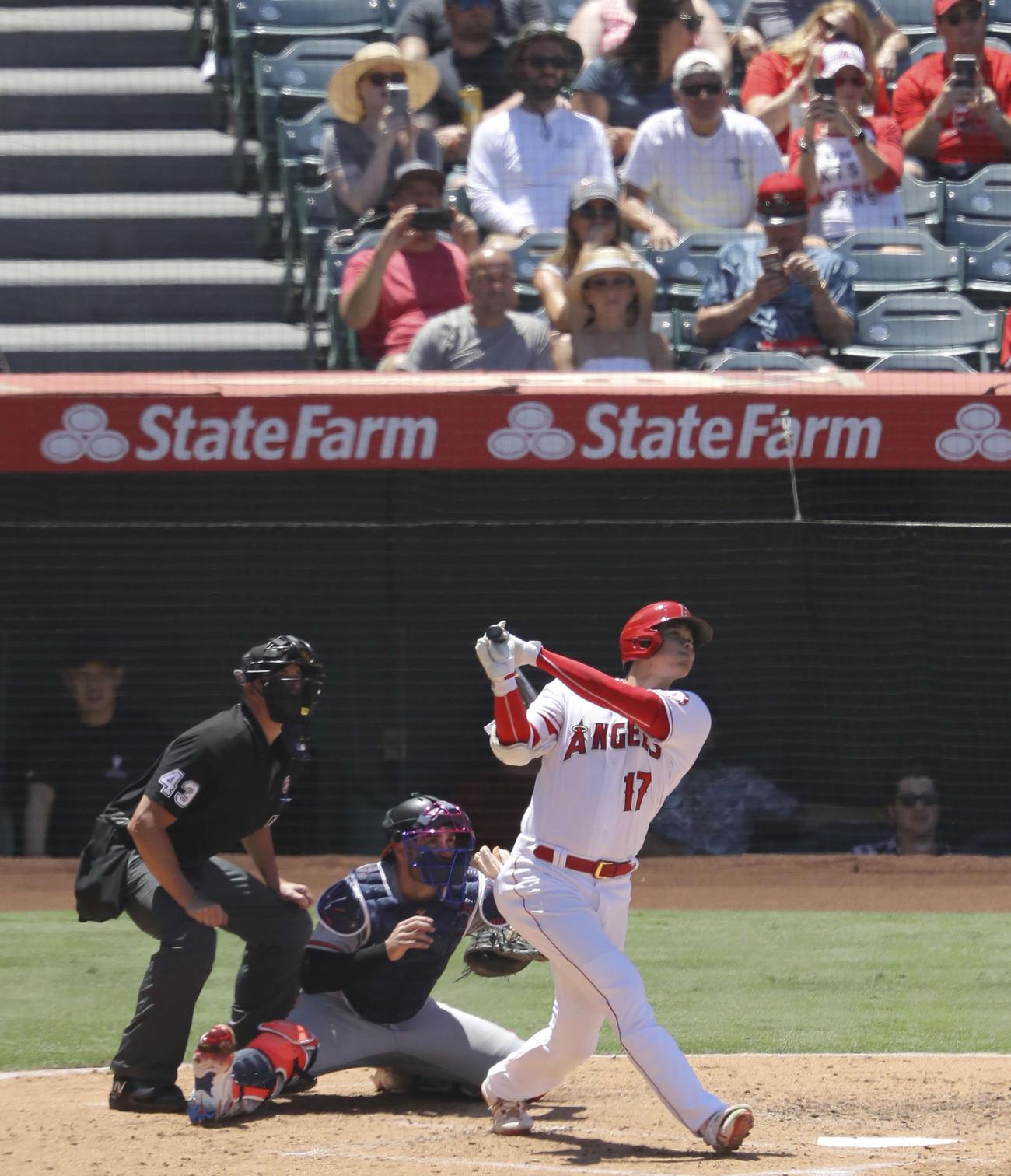 オリオールズ戦の3回、松井秀喜の日本選手シーズン最多本塁打記録に並ぶ31号ソロを放つエンゼルス大谷翔平(共同)