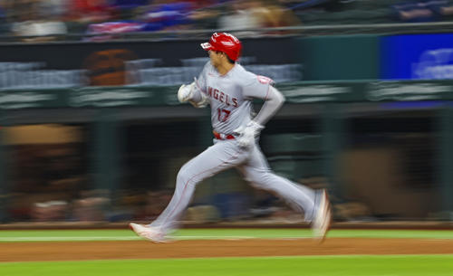 5回、右二塁打を放った大谷(ロイター)
