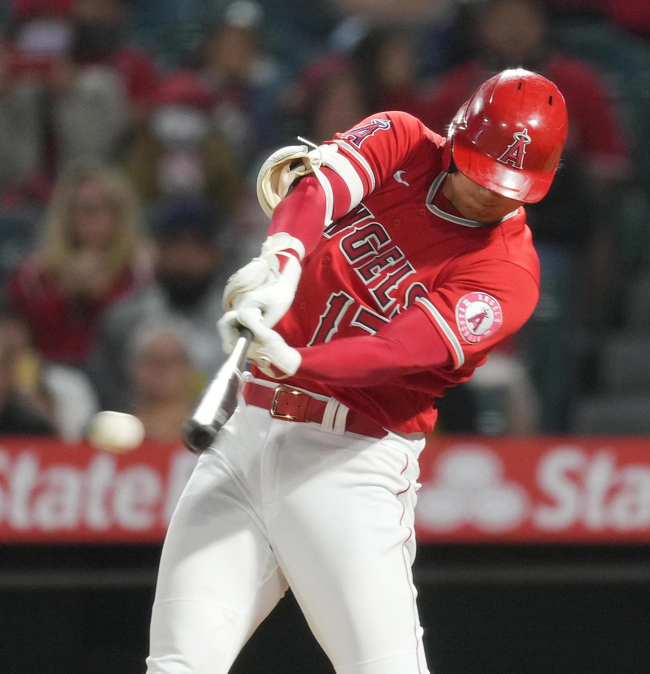 エンゼルス対マリナーズ 3回裏エンゼルス無死一塁、右翼線に適時三塁打を放つエンゼルス大谷(撮影・菅敏)