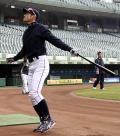 イチローが200スイング超のフリー打撃 - MLBニュース