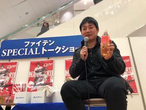 広島のショッピングモールでトークショーに参加した広島丸(撮影・前原淳)