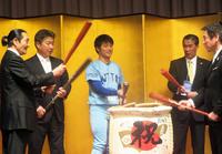 プロ注目の日体大・松本&東妻が祝賀会でエッサッサ - アマ野球 : 日刊スポーツ