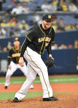 オリックス対阪神 4回裏オリックス1死二、三塁、マレーロに逆転の二塁打を打たれ悔しそうに叫ぶメッセンジャー(撮影・上田博志)