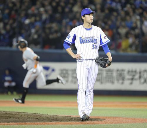 DeNA対巨人 3回表巨人2死、ゲレーロに先制の左越え本塁打を許した飯塚(撮影・林敏行)
