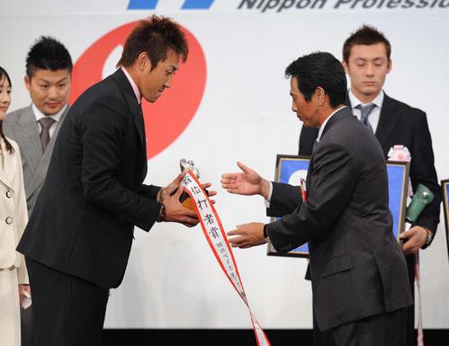 08年プロ野球コンベンション セ・リーグ首位打者賞を受賞した内川聖一(2008年11月21日)
