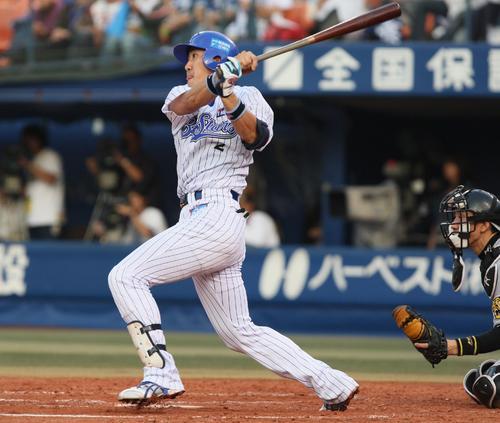 横浜対阪神 7回2死二塁、内川聖一は左越え逆転2点本塁打を放つ(2008年10月11日)