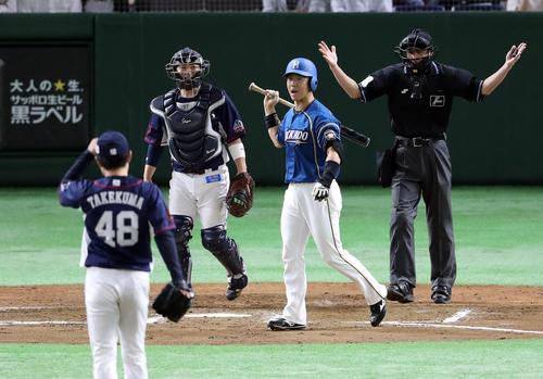 日本ハム対西武 7回裏日本ハム1死三塁、武隈に死球を受け怒りの表情を見せる鶴岡(撮影・河野匠)