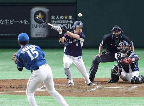 日本ハム対西武 3回表西武2死、内野安打を放つ源田。投手上沢(撮影・河野匠)