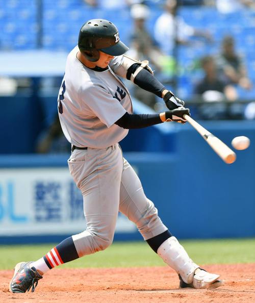 慶大対東日本国際大 5回表慶大2死二、三塁、嶋田は左越え3点本塁打を放つ(撮影・滝沢徹郎)