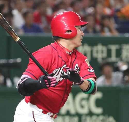 8回表広島無死、丸は、この試合2本目の本塁打を放つ(撮影・丹羽敏通)