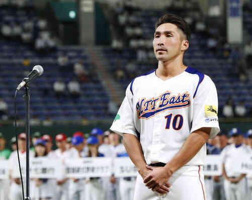 都市対抗野球の開会式で選手宣誓するNTT東日本の喜納主将(共同)