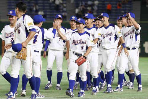 東邦ガスに勝利し、喜ぶNTT東日本ナイン(共同)