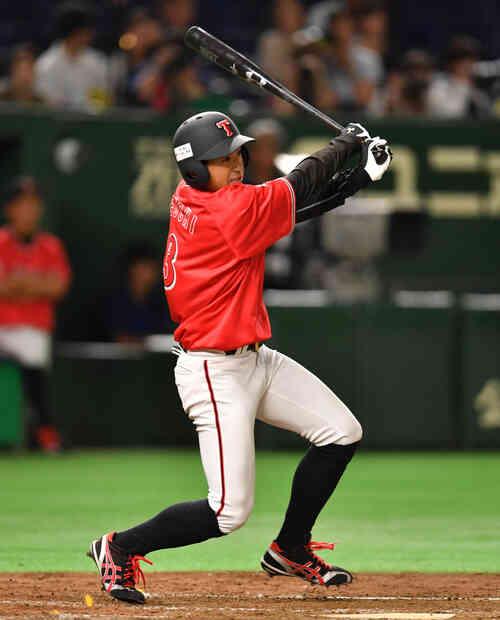 3回表東邦ガス1死二塁、上内は右翼線に適時三塁打を放つ(撮影・柴田隆二)