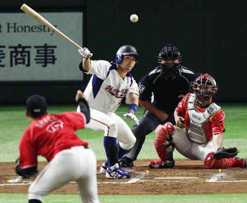 1回裏NTT東日本2死二塁、喜納が先制打を放つ(共同)