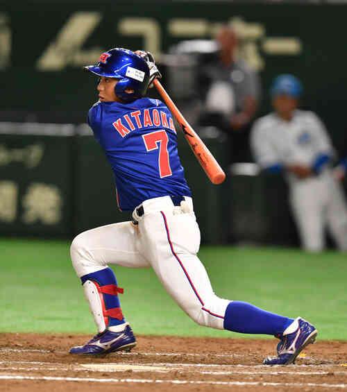 ホンダ対JR四国 8回表ホンダ無死三塁、北岡は中前に適時打を放つ(撮影・柴田隆二)