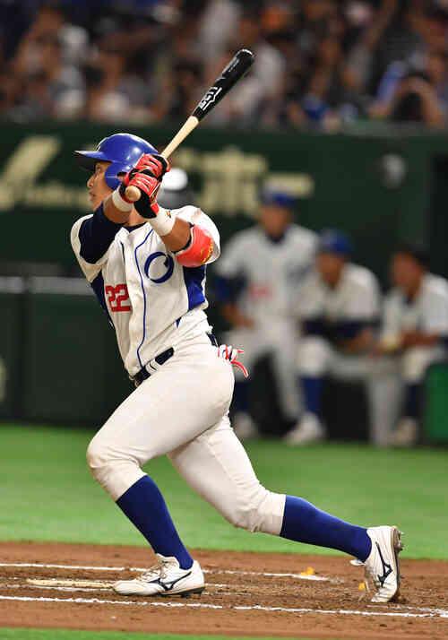 王子対SUBARU 6回表王子2死満塁、細川は中越えに満塁一掃の三塁打を放つ(撮影・柴田隆二)