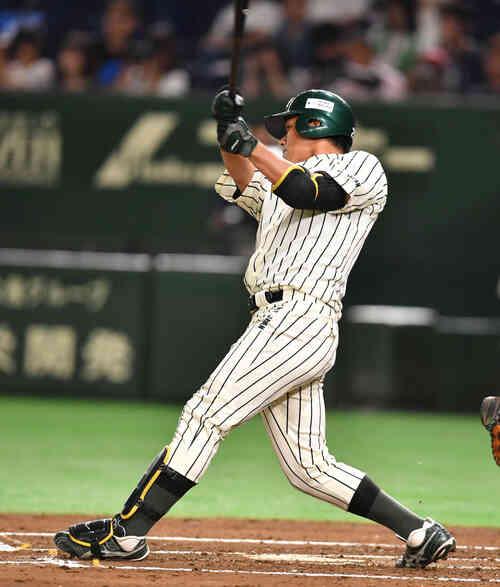 1回裏JR東日本1死三塁、松本は右中間に適時二塁打を放つ(撮影・柴田隆二)