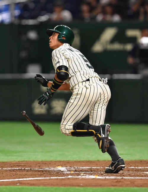 7回裏JR東日本2死、渡辺は左越えに本塁打を放つ(撮影・柴田隆二)